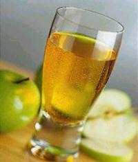 العصيرآت في رمضَآن أحلى ـآ apple_juice.jpg